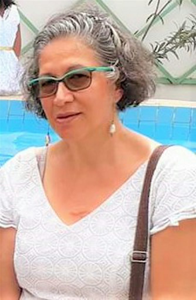 WOMAN WITH GREY HAIR POSING FOR PICTURE